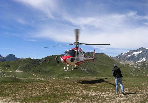 В случае неполадок с двигателем вертолет можно посадить в режиме авторотации